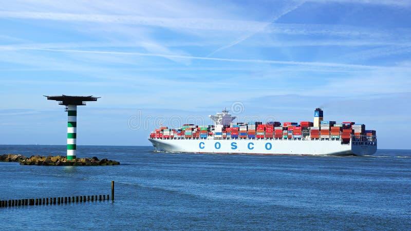 Σκάφος εμπορευματοκιβωτίων COSCO. στοκ εικόνες