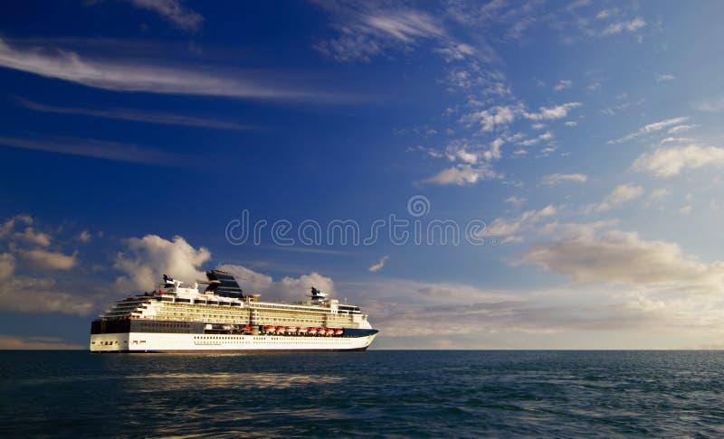σκάφος θάλασσας κρουαζιέρας στοκ εικόνες με δικαίωμα ελεύθερης χρήσης