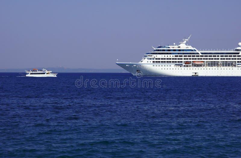 Σκάφος και σκάφος της γραμμής κρουαζιέρας στοκ φωτογραφίες