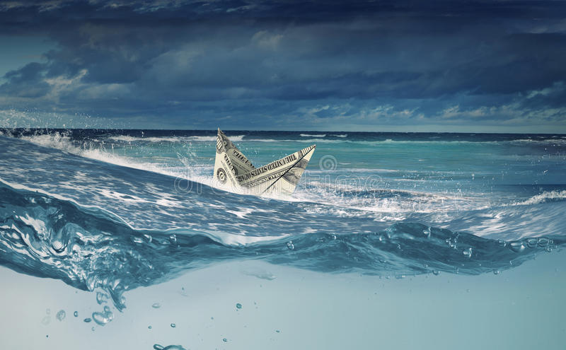 Σκάφος δολαρίων στο νερό στοκ εικόνες