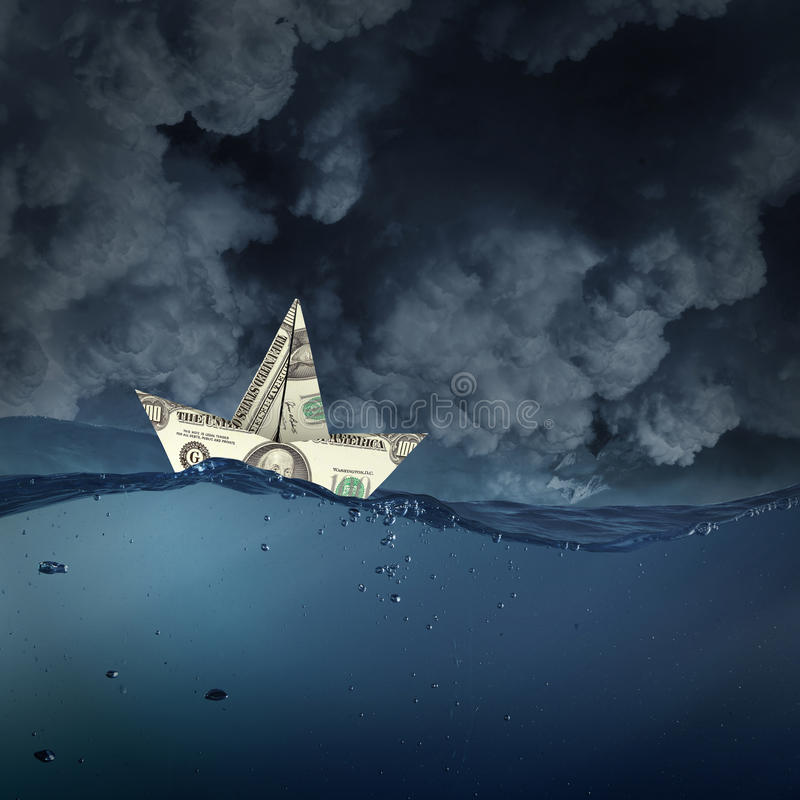 Σκάφος δολαρίων στο νερό στοκ φωτογραφία