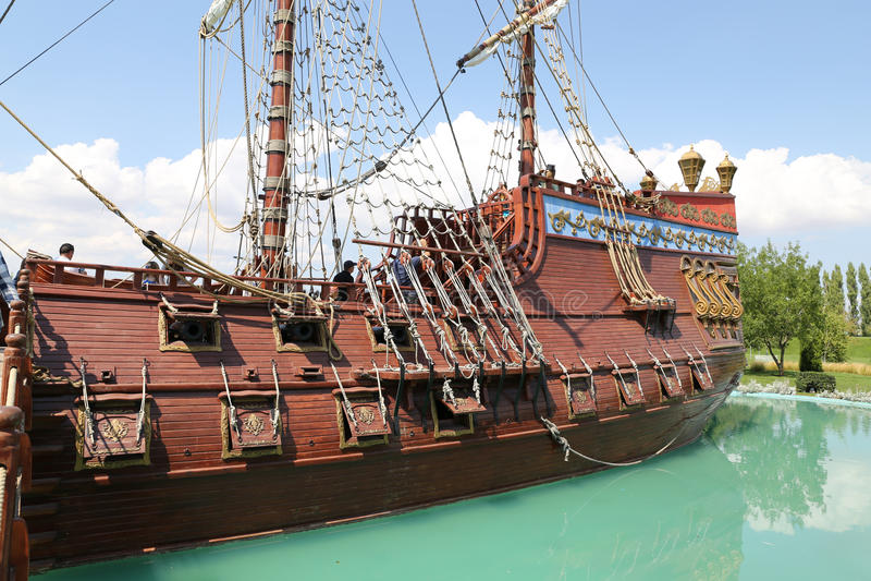 Σκάφος πειρατών στην επιστήμη Sazova, την τέχνη και το πολιτιστικό πάρκο σε Eskisehi στοκ εικόνες