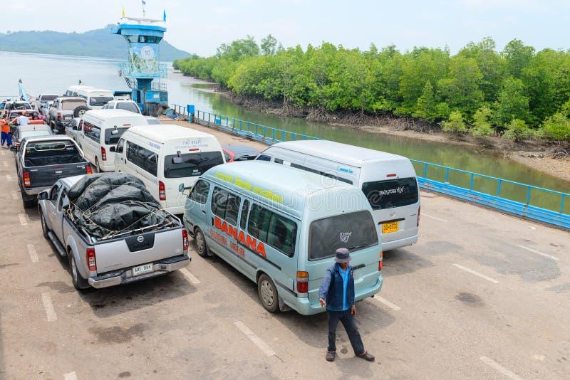 Σκάφος πορθμείων για τους επιβάτες και τα αυτοκίνητα στην Ταϊλάνδη στοκ εικόνες