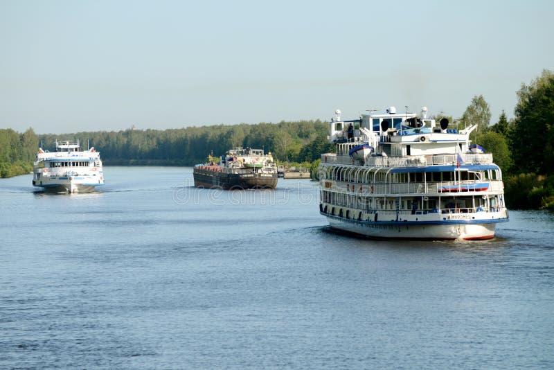 Σκάφος ποταμών κρουαζιέρας στοκ φωτογραφίες
