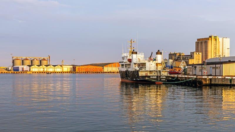 Σκάφος που δένεται στο λιμένα Kalmar στοκ φωτογραφίες