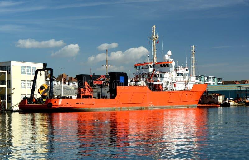 Σκάφος που προσορμίζεται πορτοκαλί στοκ εικόνα