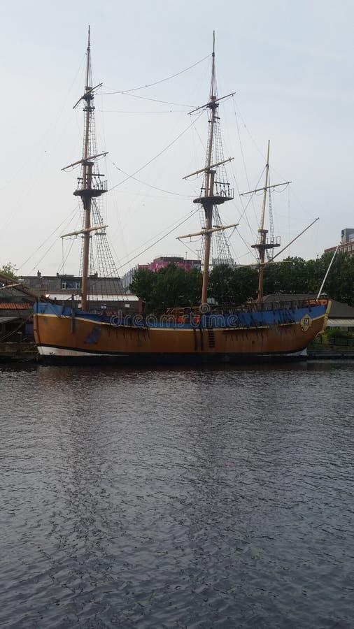Σκάφος προσπάθειας σε Stockton στα γράμματα Τ στοκ φωτογραφία