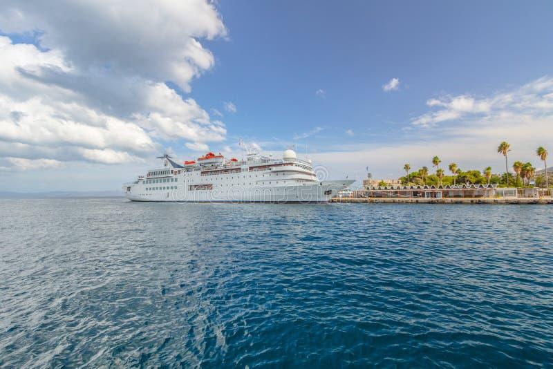 Σκάφος σε ένα λιμάνι στοκ φωτογραφίες