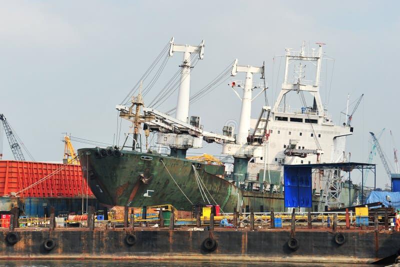Σκάφος στην αυλή επισκευής στοκ φωτογραφία με δικαίωμα ελεύθερης χρήσης