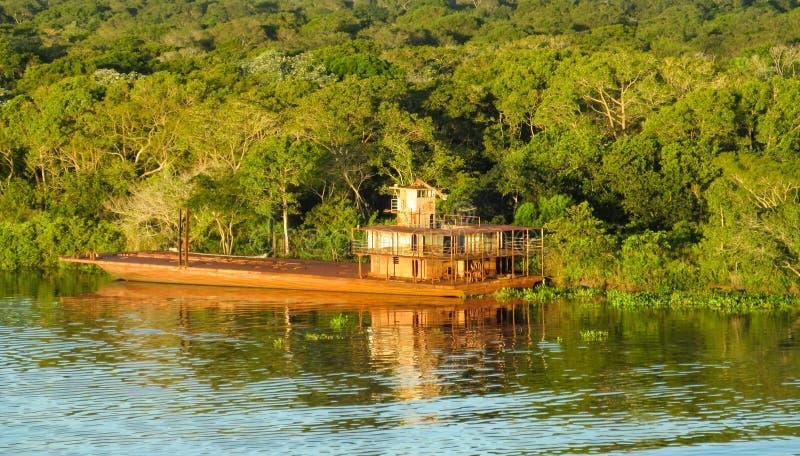 Σκάφος στον ποταμό στοκ εικόνα