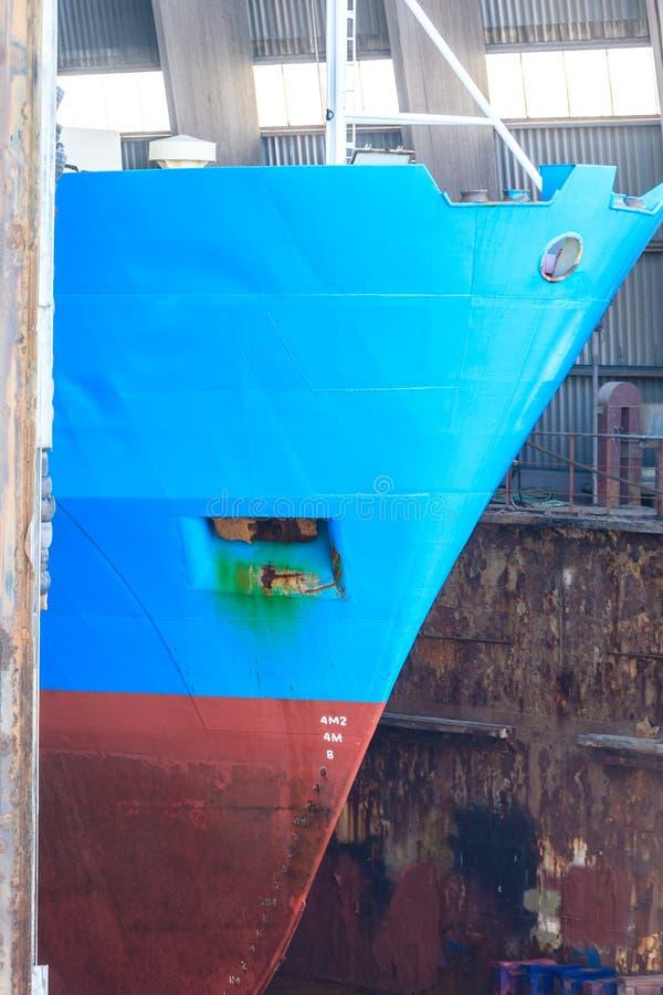 Σκάφος στο ναυπηγείο επισκευής, ξηρά αποβάθρα στοκ εικόνες