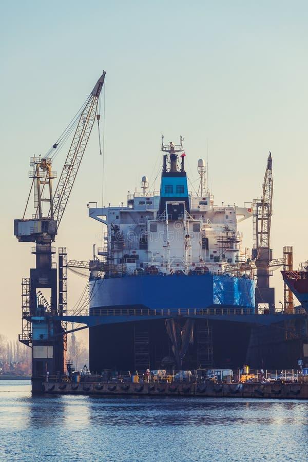 Σκάφος στο ναυπηγείο επισκευής σκαφών του Γντανσκ ξηρών αποβαθρών στοκ φωτογραφία με δικαίωμα ελεύθερης χρήσης