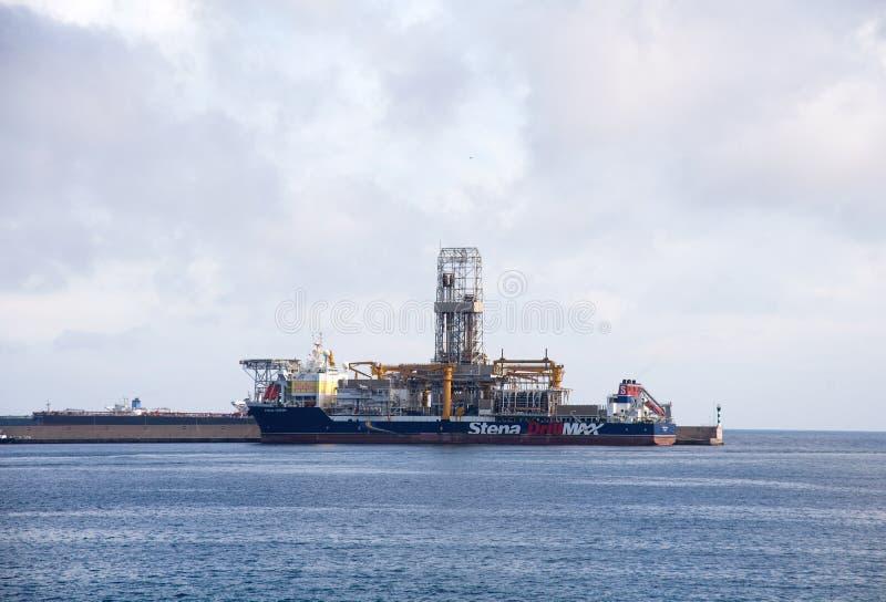 Σκάφος στο πετρέλαιο και το φυσικό αέριο που τρυπούν το τρυπάνι MAX με τρυπάνι Stena στοκ φωτογραφίες