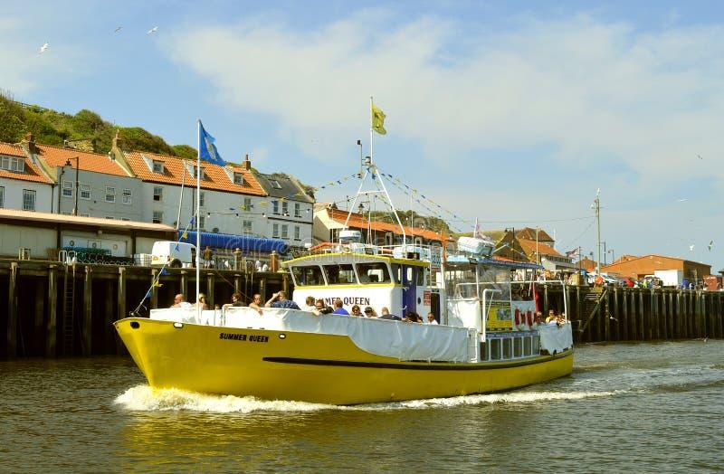 Σκάφος τουριστών βασίλισσας λιμενικού καλοκαιριού Whitby στοκ εικόνες