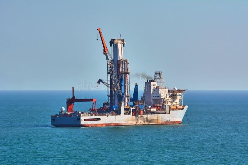Σκάφος τρυπανιών σε Μαύρη Θάλασσα στοκ φωτογραφίες με δικαίωμα ελεύθερης χρήσης
