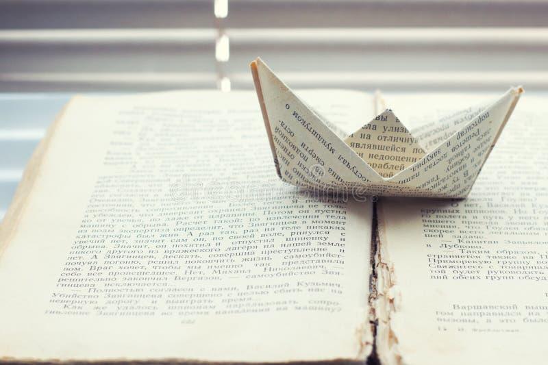Σκάφος των λέξεων στο βιβλίο στοκ φωτογραφίες