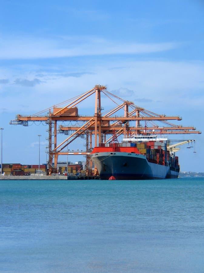 Download σκάφος φορτίου στοκ εικόνα. εικόνα από θάλασσα, αποστολέας - 63123