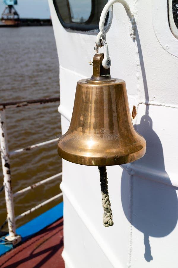 Σκάφος χρώματος ορείχαλκου για την ανακοίνωση παράδοσης σκαφών στοκ φωτογραφία με δικαίωμα ελεύθερης χρήσης