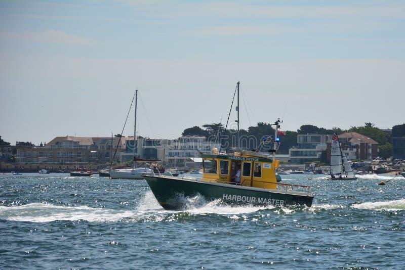 Σκάφος EEMSLIFT HENDRIKA που εισάγει το λιμάνι Poole στοκ εικόνες