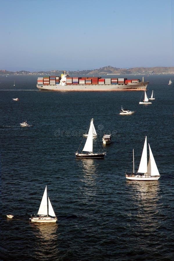 Download σκάφος Francisco SAN εμπορευματοκιβωτίων Στοκ Εικόνες - εικόνα από βακκινίων, αγαθά: 2229200