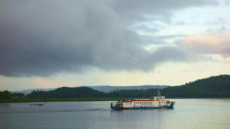 σκάφος luminosa κρουαζιέρας πλευρών στοκ φωτογραφία με δικαίωμα ελεύθερης χρήσης