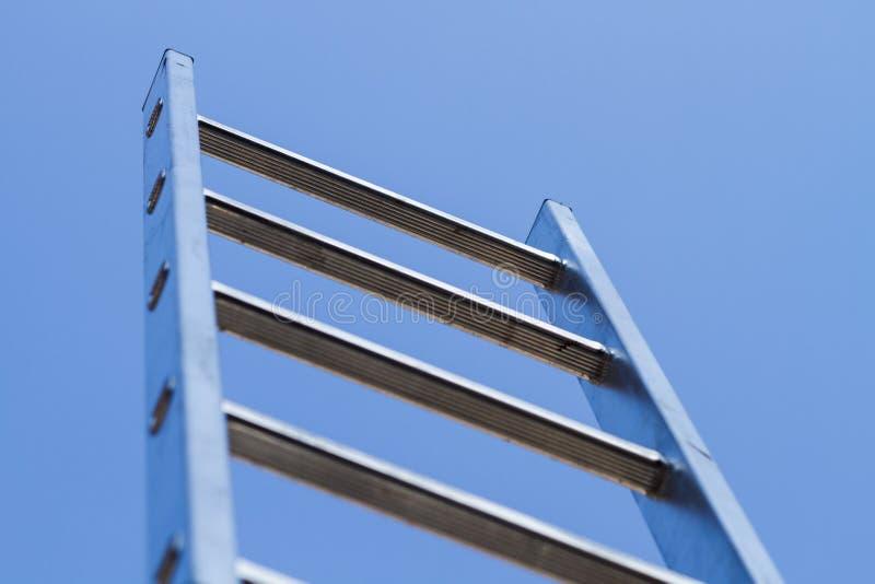 Σκάλα και ουρανός στοκ εικόνες
