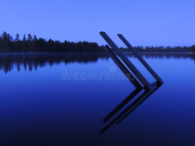 Σκάλα στη λίμνη στοκ φωτογραφίες με δικαίωμα ελεύθερης χρήσης