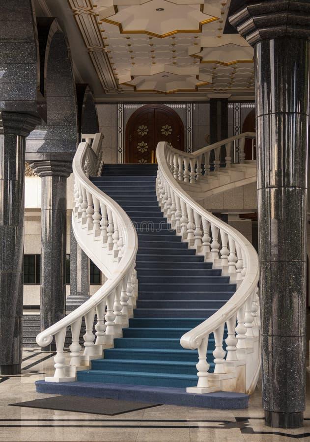 Σκάλα Asr Hassanil Bolkiah Jame στο μουσουλμανικό τέμενος Bandar Seri Begawa στοκ εικόνα με δικαίωμα ελεύθερης χρήσης
