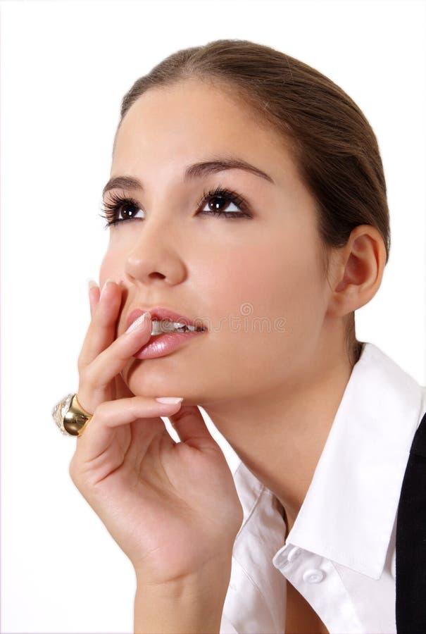 σκέφτεται τη γυναίκα στοκ φωτογραφία με δικαίωμα ελεύθερης χρήσης