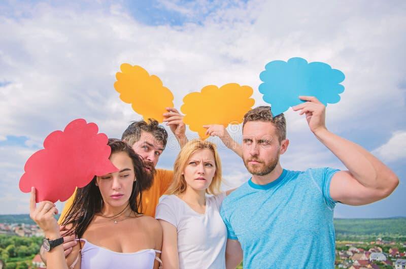 Σκέψεις του διαφορετικού φύλου Γενειοφόρα άτομο και κορίτσι με τις λεκτικές φυσαλίδες r Ζητήματα ποικιλομορφίας Κατοχή δικών στοκ εικόνες