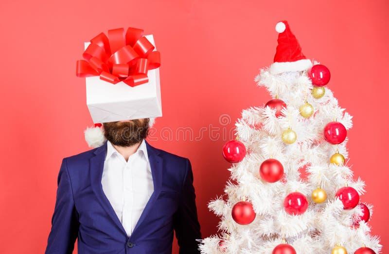 Σκέψη για τις ιδέες δώρων Βρείτε το καλό παρόν Υπηρεσία δώρων Κεφάλι τσαλαπατημένο με τις σκέψεις τι στο δώρο άτομο στοκ φωτογραφίες με δικαίωμα ελεύθερης χρήσης