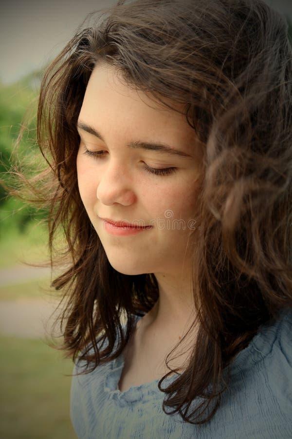 σκέψη εφήβων κοριτσιών στοκ φωτογραφία