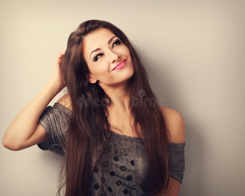 Σκέψη και τουαλέτα γυναικών brunette μόδας σύγχυσης μορφασμού makeup στοκ φωτογραφίες με δικαίωμα ελεύθερης χρήσης