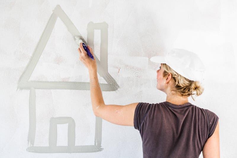 Σκίτσο ενός σπιτιού στον τοίχο στοκ φωτογραφία με δικαίωμα ελεύθερης χρήσης