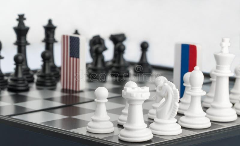 Σκακιέρα με τις σημαίες των χωρών στοκ εικόνα