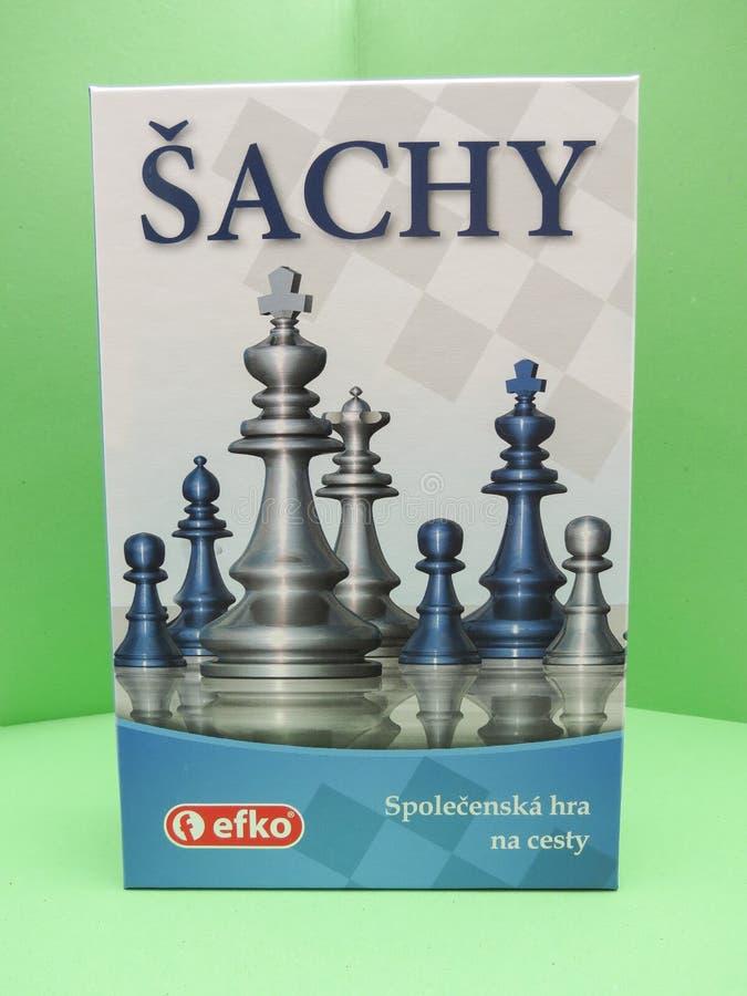 Σκακιέρα με τους πλαστικούς ελεγκτές στοκ εικόνα