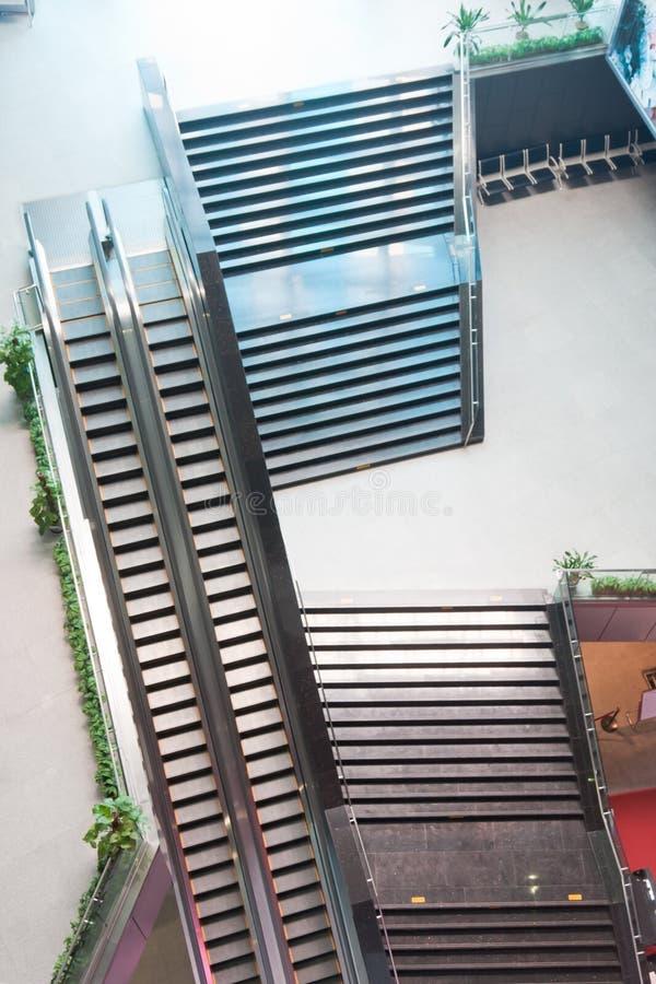 σκαλοπάτια ανελκυστήρ&omega στοκ φωτογραφία με δικαίωμα ελεύθερης χρήσης