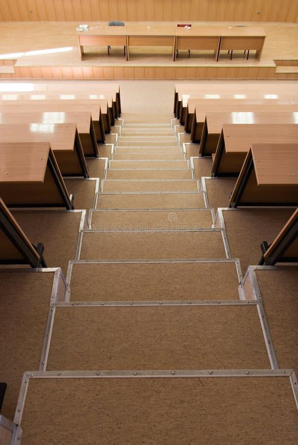 Download σκαλοπάτια διάλεξης αι&theta Στοκ Εικόνες - εικόνα από ceiling, βαθμός: 2226426