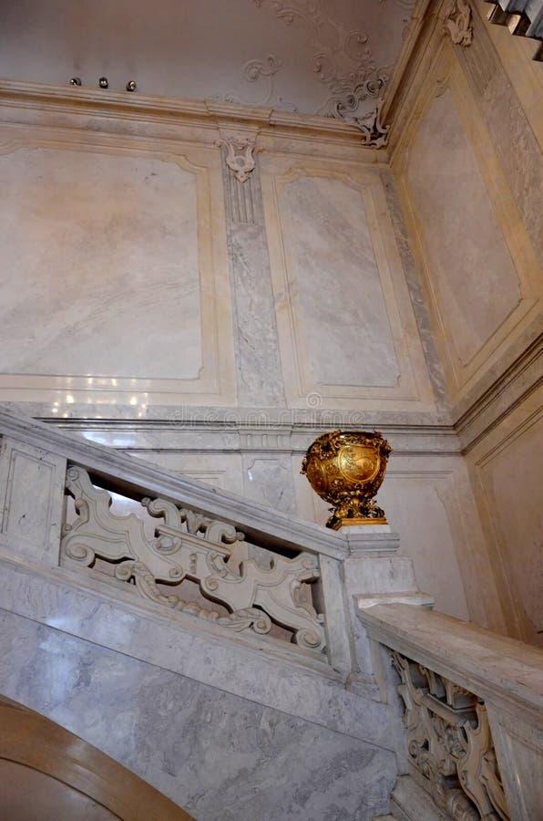 Σκαλοπάτια μέσα σε ένα αυτοκρατορικό παλάτι στη Βιέννη στοκ εικόνες με δικαίωμα ελεύθερης χρήσης