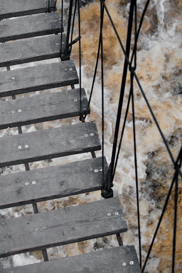 Σκαλοπάτια πέρα από τον καταρράκτη στοκ φωτογραφίες με δικαίωμα ελεύθερης χρήσης