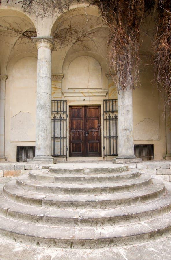 σκαλοπάτια πορτών στοκ εικόνα με δικαίωμα ελεύθερης χρήσης