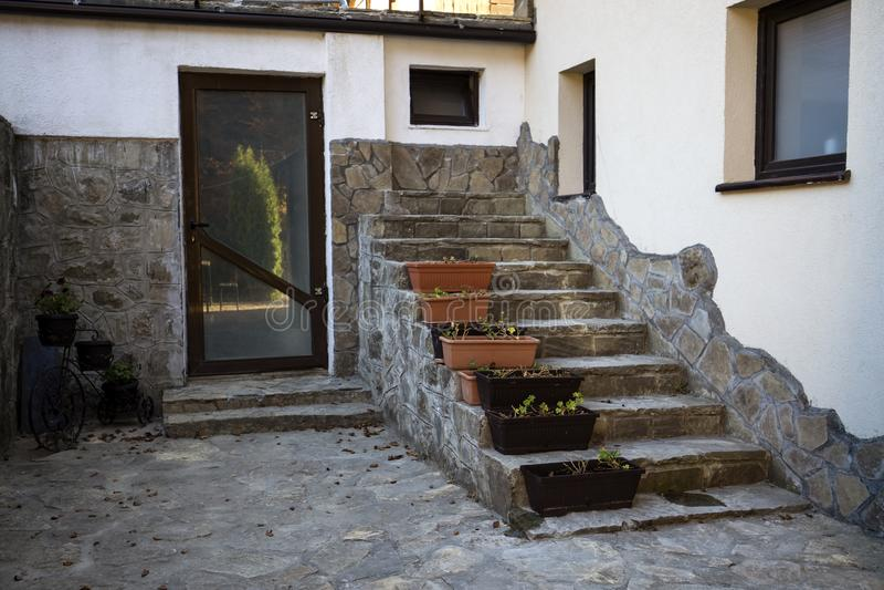 Σκαλοπάτια πουθενά σε ένα κτήριο στοκ εικόνες