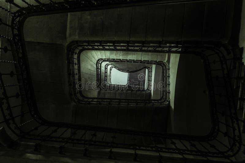 Σκαλοπάτια σκοταδιού της Λωζάνης στοκ εικόνα