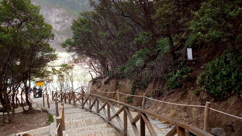 Σκαλοπάτια στην περιοχή Kawah putih στοκ φωτογραφίες