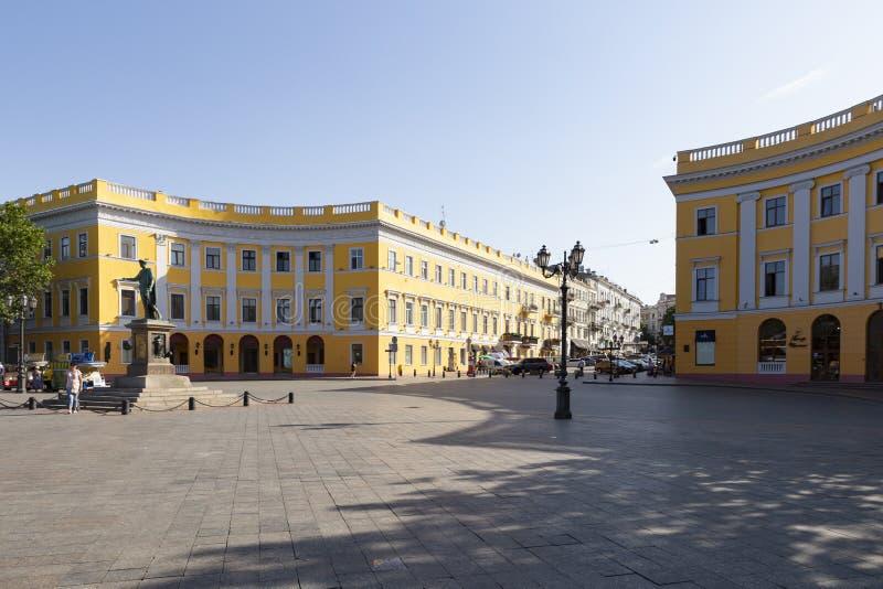 Σκαλοπάτια της Οδησσός potemkin με το άγαλμα του richelieu δουκών στοκ εικόνες με δικαίωμα ελεύθερης χρήσης
