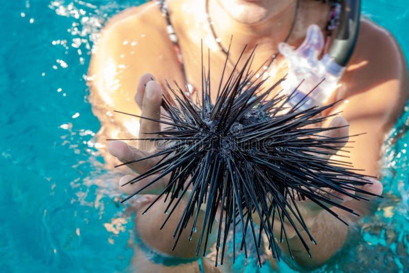 Σκανταλιάρικο παιδί Μαύρης Θάλασσας ανωτέρω - νερό στοκ εικόνες με δικαίωμα ελεύθερης χρήσης