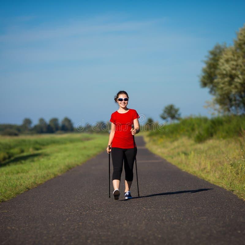 Σκανδιναβικό περπάτημα στοκ εικόνα με δικαίωμα ελεύθερης χρήσης