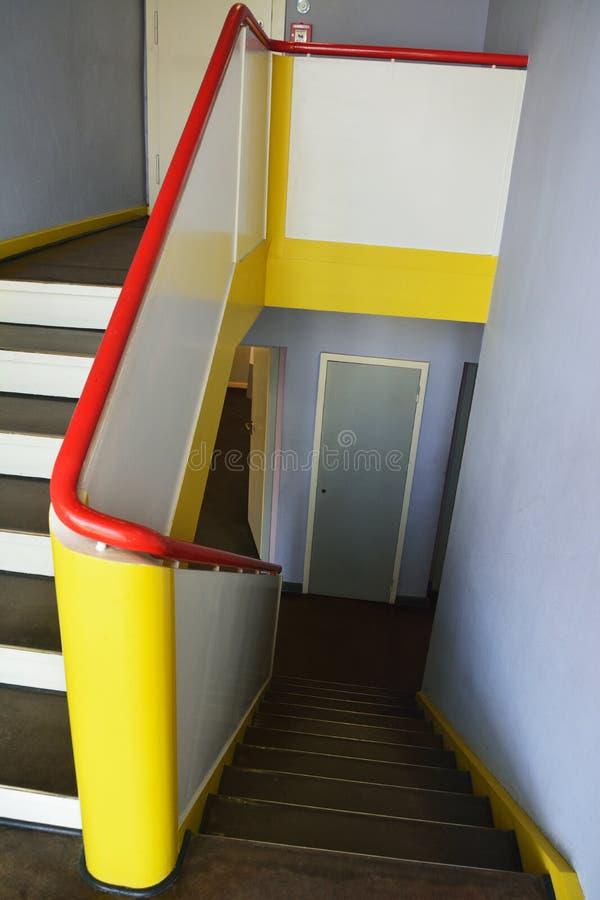 Σκαλοπάτια και ράγες σκαλοπατιών στη Βουλή Kandinsky/Klee σε dessau-Rosslau στοκ φωτογραφίες
