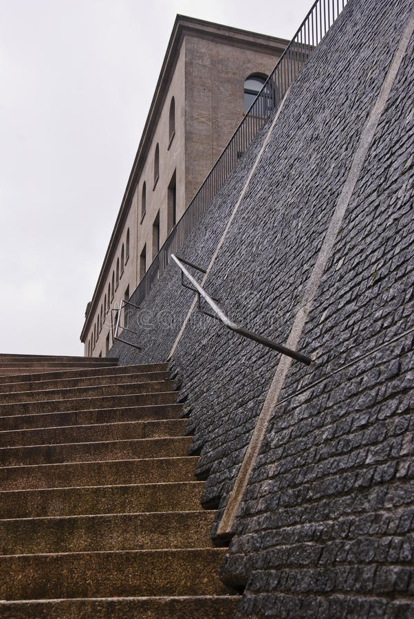 Σκαλοπάτια και τοίχος πετρών στοκ φωτογραφία με δικαίωμα ελεύθερης χρήσης