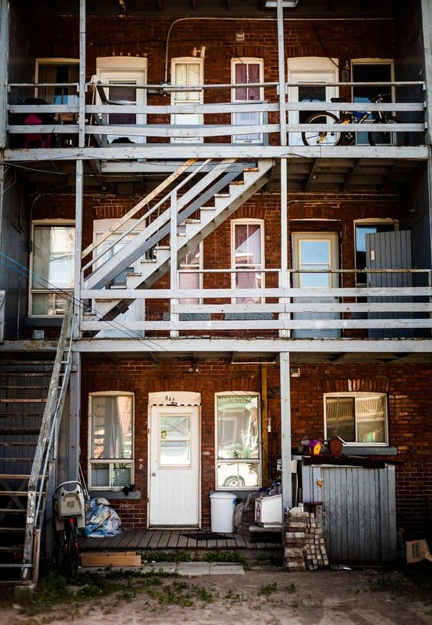 Σκαλοπάτια κατωφλιών στη φτωχή περιοχή trois-Riviere στοκ εικόνες